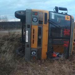 Автобус с русскими школьниками столкнулся с авто и перевернулся
