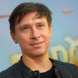 Батрутдинова застукали за поцелуем с двумя девушками - видео
