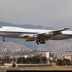 Пассажирский самолёт приземлился на городской улице в Иране