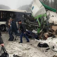 В Кемеровской области столкнулись рейсовый автобус и фура