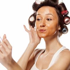 Ученые рассказали об опасности макияжа во время беременности