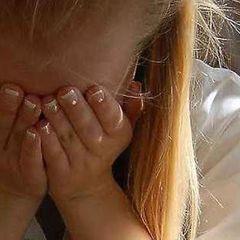 В школе РФ ученицу в юбке пристыдили за «толстоватые» ноги