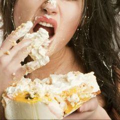 Москвичка задохнулась во время конкурса по поеданию пирожных