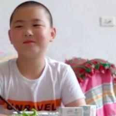 Из-за своего отца 11-летний Лу стал посмешищем в школе