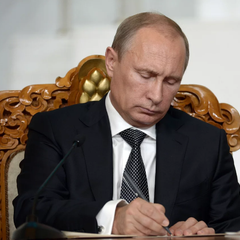 На аукционе в Москве продали автограф Путина