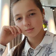 Дочь Волочковой нашла работу после переезда от матери