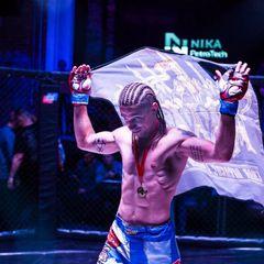 Российский боец MMA лишился победы из-за песни о Люцифере