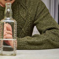 Российские школьники сняли падение пьяного учителя на уроке