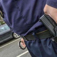 Полицейские пытались разбудить мужчину электрошокером и убили его