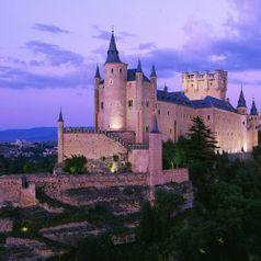 Замки, которые надежно хранят свои тайны. Фото