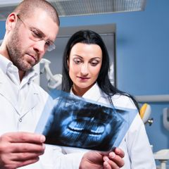 У россиянки нашли опухоль с волосами и четырьмя зубами