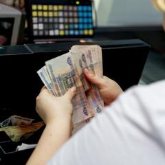 В России станет сложнее расплачиваться наличными