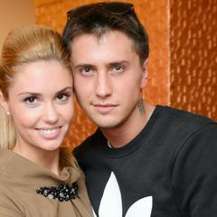 Павел Прилучный после развода вернулся в дом к жене и детям
