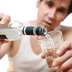 Водка способствует проникновению коронавируса в организм