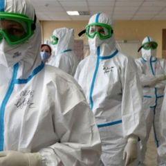 Такого мора среди медиков не припомню: врачей убивает СИЗ