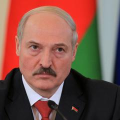Лукашенко считает, что Белоруссии угрожает Россия - политолог