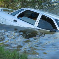 В российском селе утонула машина с ребенком
