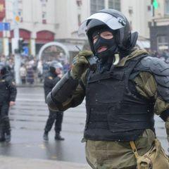 В центр Минска начали стягивать военную технику и силовиков