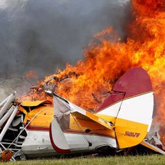 Два человека погибли при крушении самолета в России