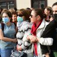 Белоруски отбили женщину у тащивших ее за волосы силовиков