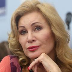 Фанаты осудили 56-летнюю Вику Цыганову за обилие пластики - фото