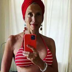 58-летняя Алена Свиридова демонстрирует снимки в бикини