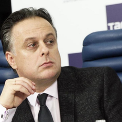 На директора театра Вахтангова написали заявление в СК
