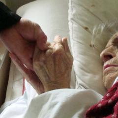 Старушка три часа пролежала на полу больницы - видео