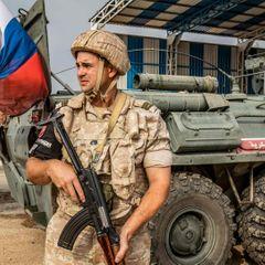 В Сирии жители деревни закидали российских военных камнями