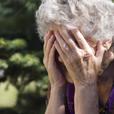 Сиделка избила 90-летнюю бабушку за то, что та не хотела спать - видео