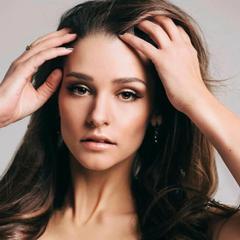 Глафира Тарханова показала фото без макияжа и фильтров
