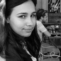 Дочь миллионера умерла в самолета из-за сендвича - подробности