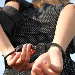 Мать двоих детей осудили за притон с подростками в Атырау