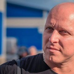 Звезду российского кино Манина избили на глазах жены и сына