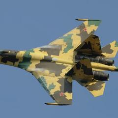 Минобороны показало бой российских истребителей Су-35С - видео