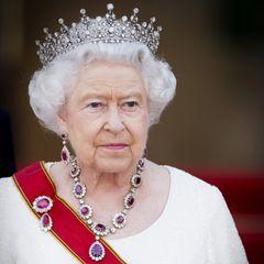 Королева Елизавета присвоила бизнесмену из России титул барона