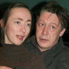 Жена отреагировала на информацию о разводе с Ефремовым
