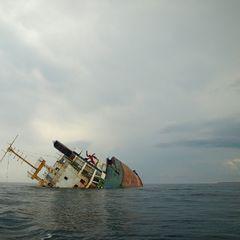 СМИ: в Черном море затонуло российское судно