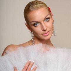 Анастасия Волочкова не постеснялась обнажиться перед иконой