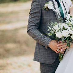 Девушка показала свадебное фото, но у людей возникли вопросы. Ведь она...
