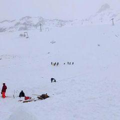 «Там не должны были находиться люди». Что известно о сходе лавины в Домбае