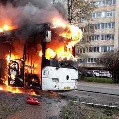 В Москве на ходу загорелся автобус - видео