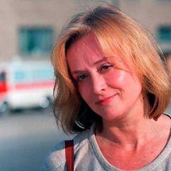 Не разговаривает, но кивает: дочь о прикованной к постели Тереховой