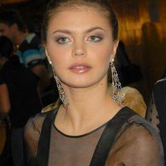 Не узнали: народ обсуждает фото располневшей Кабаевой
