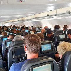 На рейсе из Турции в Москву заметили странную пассажирку. Вот что она вытворяла!
