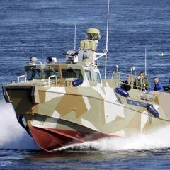 К Крымскому мосту срочно стянули военные катера - подробности