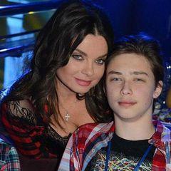 19-летний сын Королевой сделал предложение стриптизерше - СМИ