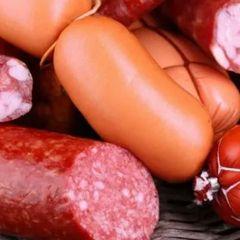 Врач-онколог объяснил, почему колбаса опаснее сигарет