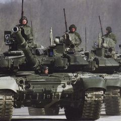 Колонны военной техники ВС РФ стягиваются под Ростовом