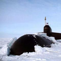 Адмирал ВМФ назвал учения атомных подлодок в Арктике сигналом